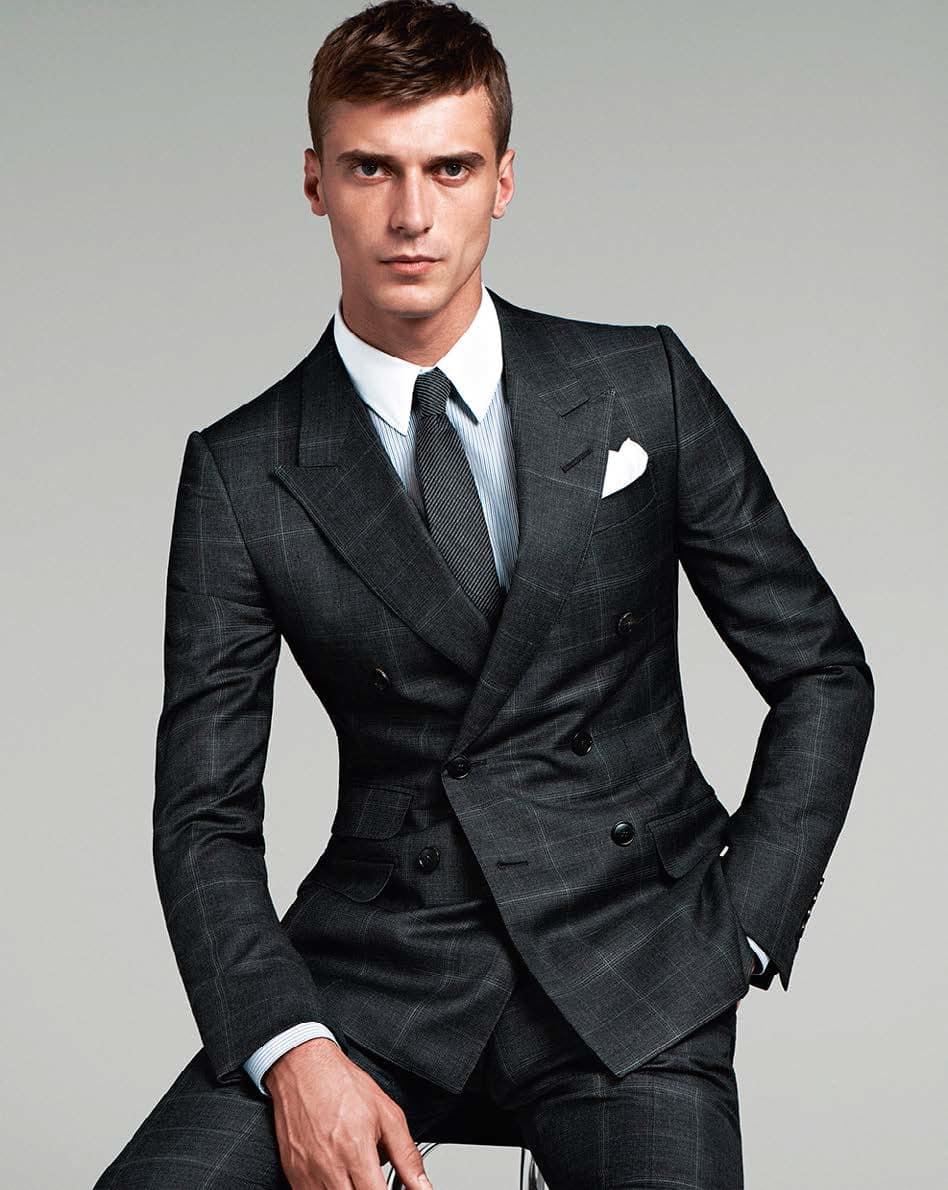 Fabuleux Le costume italien homme met en valeur et affirme votre classe BS29