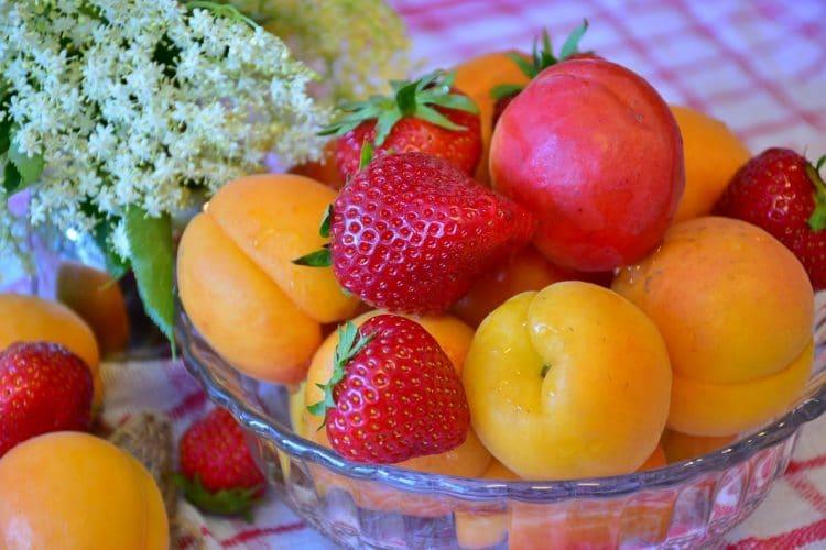 fraises et abricots pour atteindre la satiete