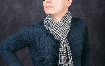 stylisme d'un mec en écharpe